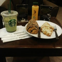 Photo taken at Starbucks by VanGolan on 2/18/2015