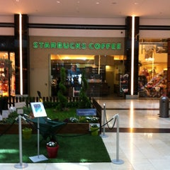 Photo taken at Starbucks by Fragiskos M. on 4/20/2012