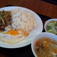 Photo taken at Little Hanoi 東神田店 by Yasushi B. on 3/14/2012