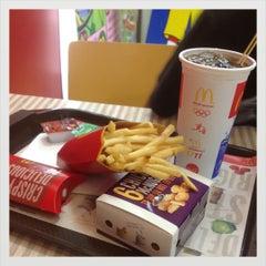 Photo taken at McDonald's & McCafé (แมคโดนัลด์ & แมคคาเฟ่) by Surawadee S. on 8/9/2012