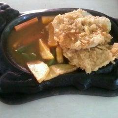Photo taken at Waroeng Steak & Shake by Andhang b. on 6/14/2012