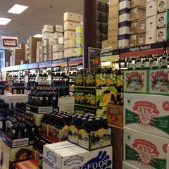 Photo taken at Total Wine & More by Alice Y. on 6/23/2012