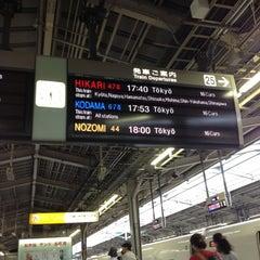 Photo taken at JR 新大阪駅 25-26番線ホーム by T. K. on 5/30/2012