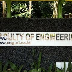 Photo taken at Fakultas Teknik by prabu s. on 4/14/2012