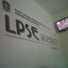 Photo taken at LPSE Kepri by Raja S. on 2/13/2012