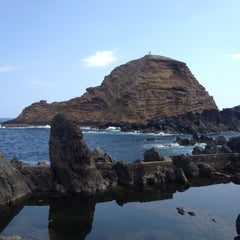Photo taken at Piscinas Naturais do Porto Moniz by Anna S. on 9/7/2012