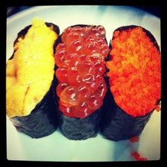 Photo taken at Heiroku Sushi (เฮโรคุ ซูชิ) by DYOsnowball on 12/22/2012