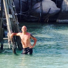 Photo taken at เกาะนางยวน รีสอร์ท | Koh Nang Yuan Dive Resort by Gabriele T. on 8/18/2015