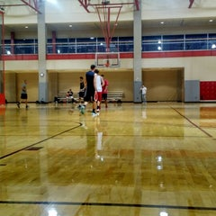 Photo taken at Student Recreation And Wellness Center (SRWC) by Roy V. on 1/12/2015