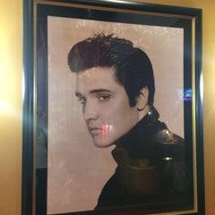 Photo taken at Elvis Presley's Heartbreak Hotel by BangkokGlutton on 8/9/2014