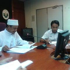 Photo taken at Lembaga Pertubuhan Peladang Negeri Perak by Meor Ismail T. on 3/21/2014