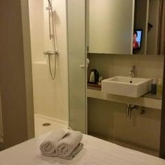 Photo taken at Metz Pratunam Hotel by Jiaa Y. on 1/18/2015