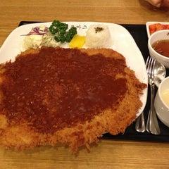 Photo taken at 홍익돈까스 by Jinhee Y. on 12/5/2012