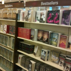 Photo taken at HARRIS Bookstore by EaNnA r. on 1/19/2013