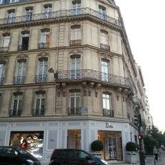 Das Foto wurde bei Christian Dior von Elen am 9/4/2013 aufgenommen