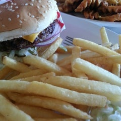 Photo taken at Famous Hamburger by Naeem M. on 11/22/2012