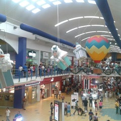 Photo taken at Food Court Carrusel by Yonmar D. on 11/22/2014