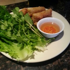 Photo taken at Hollywood Vietnamese & Chinese Cuisine by Ricky E. on 4/12/2014