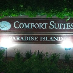 Photo taken at Comfort Suites by Morales E. on 9/24/2014
