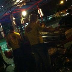 Photo taken at Raimundo Hot Dog by Alessandro D. on 3/23/2012