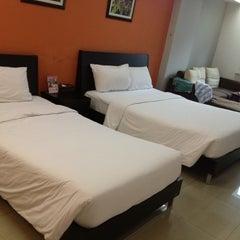 Photo taken at The Centric Ratchada Hotel Bangkok by Julalak K. on 11/25/2012