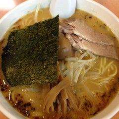Photo taken at ラーメン新世 本店 by Seiji O. on 12/5/2012
