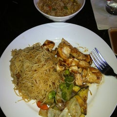 Photo taken at Sakura Japanese Restaurant by Mary Rose J. on 11/14/2012
