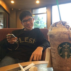 Photo taken at Starbucks (สตาร์บัคส์) by ♯ˢᴵᵀᵀᴵᶜᴴᴬᴵᴵ✧ on 8/31/2015
