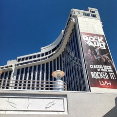 Photo taken at LVH - Las Vegas Hotel & Casino by 현 김. on 4/7/2014