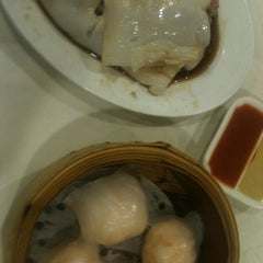 Photo taken at Happy Jade Seafood Chinese Restaurant by Kwoi 国. on 4/10/2013