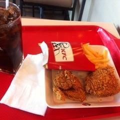 Photo taken at KFC (เคเอฟซี) by NAMTARN on 10/27/2014