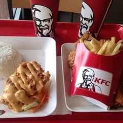 Photo taken at KFC (เคเอฟซี) by NAMTARN on 2/10/2015
