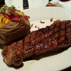 Photo taken at Black Angus Steakhouse by didi on 11/22/2015