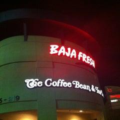 Photo taken at The Coffee Bean & Tea Leaf® by hoda007 on 2/12/2013