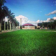 Photo taken at Masjid Raya Sabilal Muhtadin by Merza G. on 6/5/2014