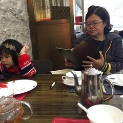 Photo taken at Maxim's Jade Garden 美心.翠園 by لِسْلي ه. on 3/25/2015