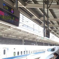 Photo taken at JR新大阪駅 21-22番ホーム by つじやん 全. on 5/15/2013