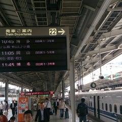 Photo taken at JR新大阪駅 21-22番ホーム by つじやん 全. on 6/10/2013