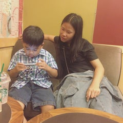 Photo taken at Starbucks (สตาร์บัคส์) by Audy P. on 10/14/2015
