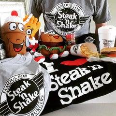 Photo taken at Steak 'n Shake by Alex G. on 6/15/2015
