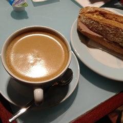 Das Foto wurde bei CAFETIERO von Robert am 1/2/2013 aufgenommen