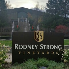 Photo taken at Rodney Strong Vineyards by Denise Bowers on 12/8/2015