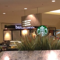 Photo taken at Starbucks by Toshi ⚾. on 8/28/2013