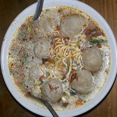 Photo taken at Bakso Jawir by Kelly T. on 6/23/2014