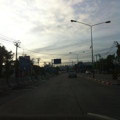 Photo taken at เมืองทองธานี (Muang Thong Thani) by ⓚⓔⓐⓝⓖ . on 6/17/2015