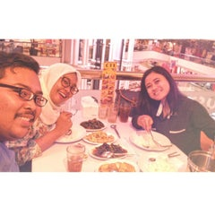 Photo taken at D'Cost Seafood by Anang T. on 8/20/2015