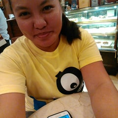 Photo taken at Figaro by Diane Zyres Mae A. on 10/11/2014