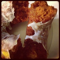 Photo taken at Dunkin' Donuts by Foodie P. on 10/27/2012