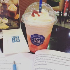 Photo taken at Coffee World (คอฟฟี่เวิล์ด) by Harry A. on 9/9/2015