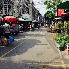 Photo taken at จตุจักร ตลาดต้นไม้ by Harry A. on 7/8/2015